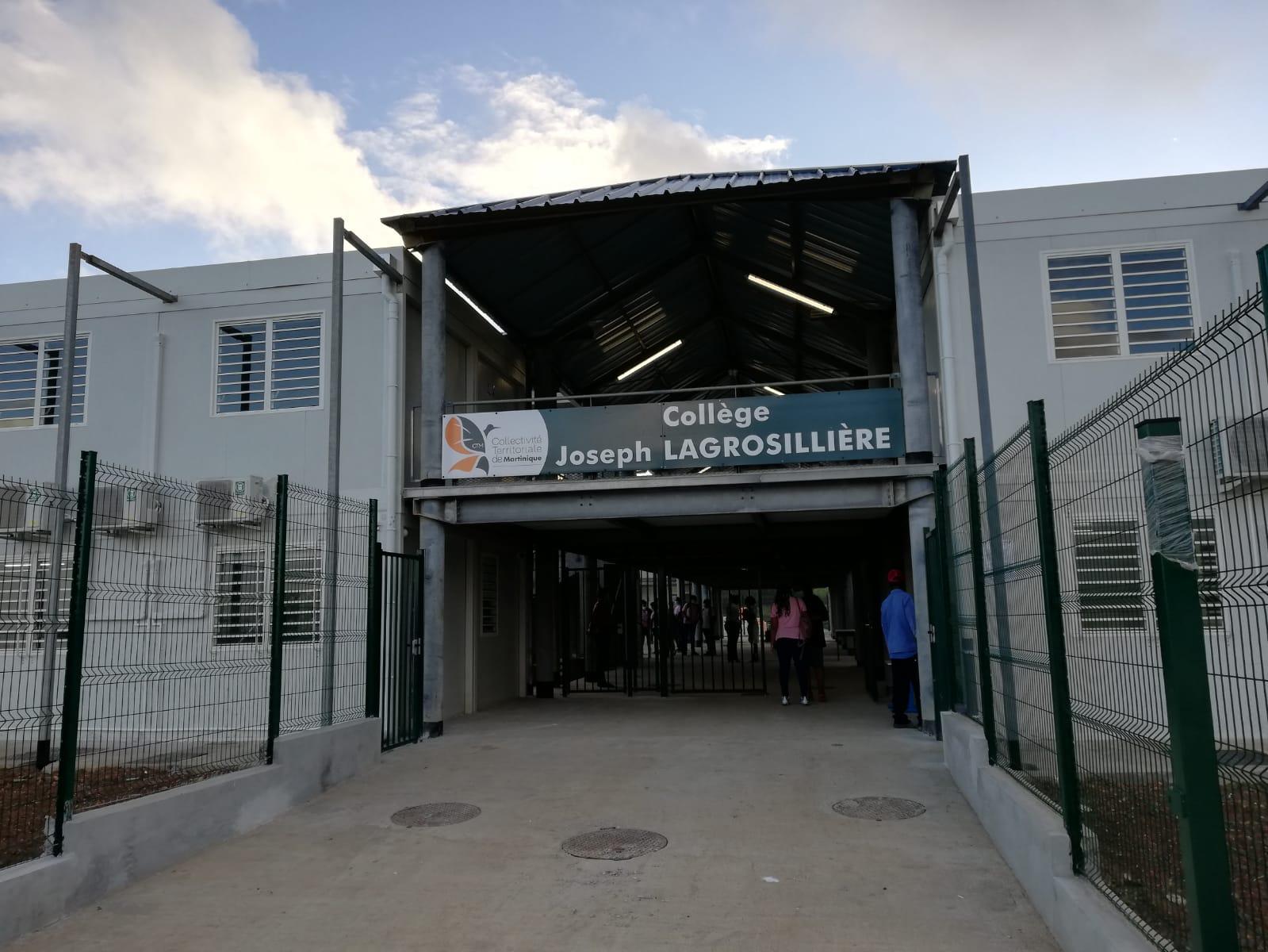 Les élèves du collège Lagrosillière à Sainte-Marie ont pris possession de leur nouvel établissement