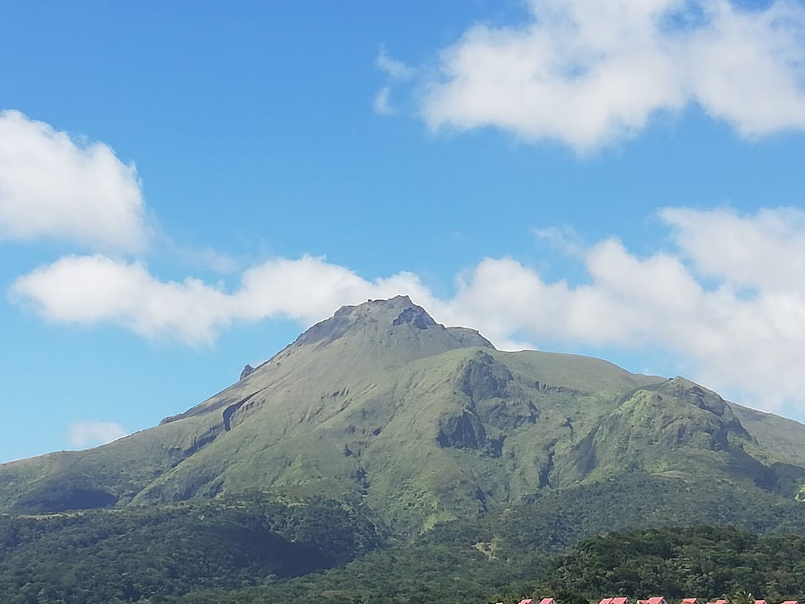 Montagne Pelée : moins de séismes mais une zone de dégazage passif observée