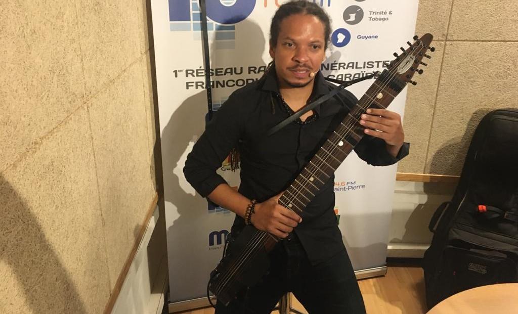 [VIDEO] LeChapmanstick : concert de ce curieux cousin de la guitare