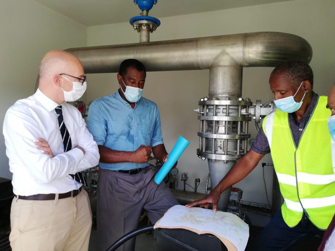 Approvisionnement en eau : visite du préfet sur le terrain