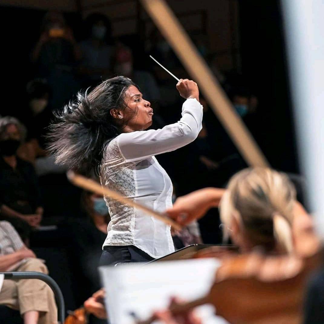 [VIDEO] Glass Marcano devient la première femme noire cheffe d'orchestre symphonique en France