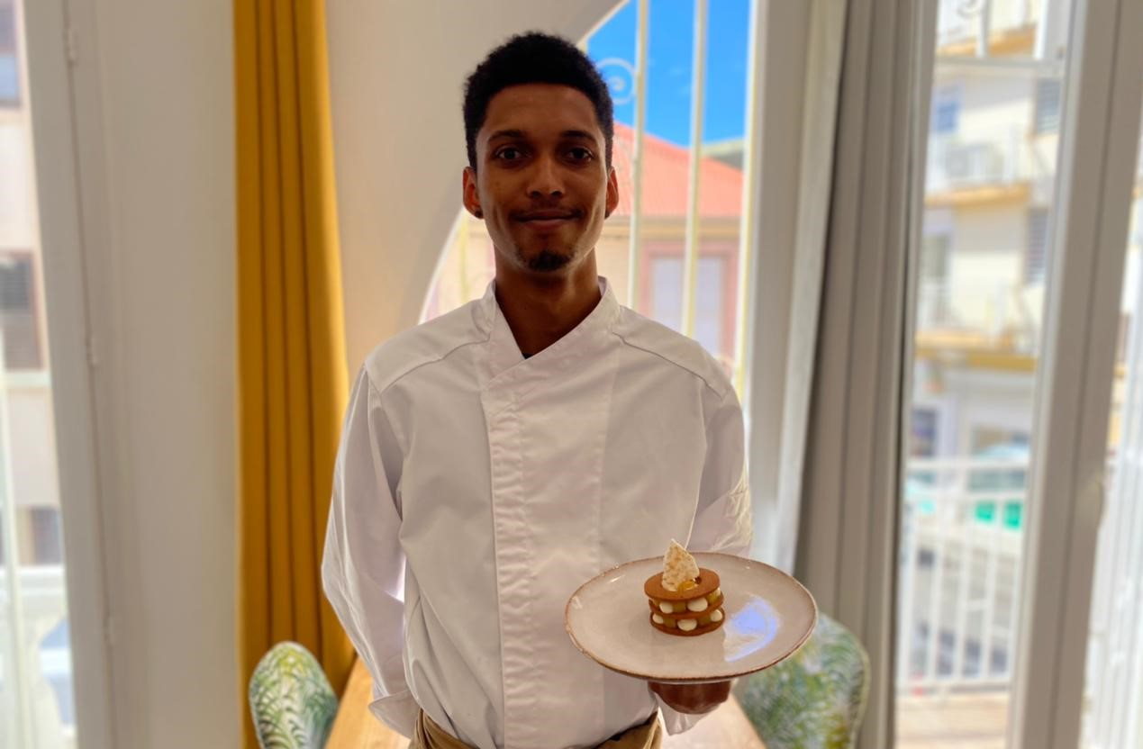 Un jeune chef pâtissier martiniquais crée des pâtisseries spéciales Saint-Valentin