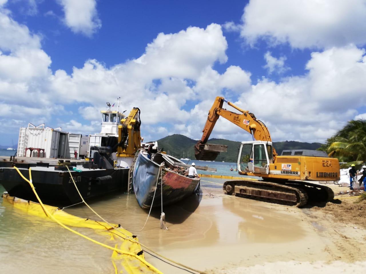 La déconstruction du voilier Miss Carol a commencé