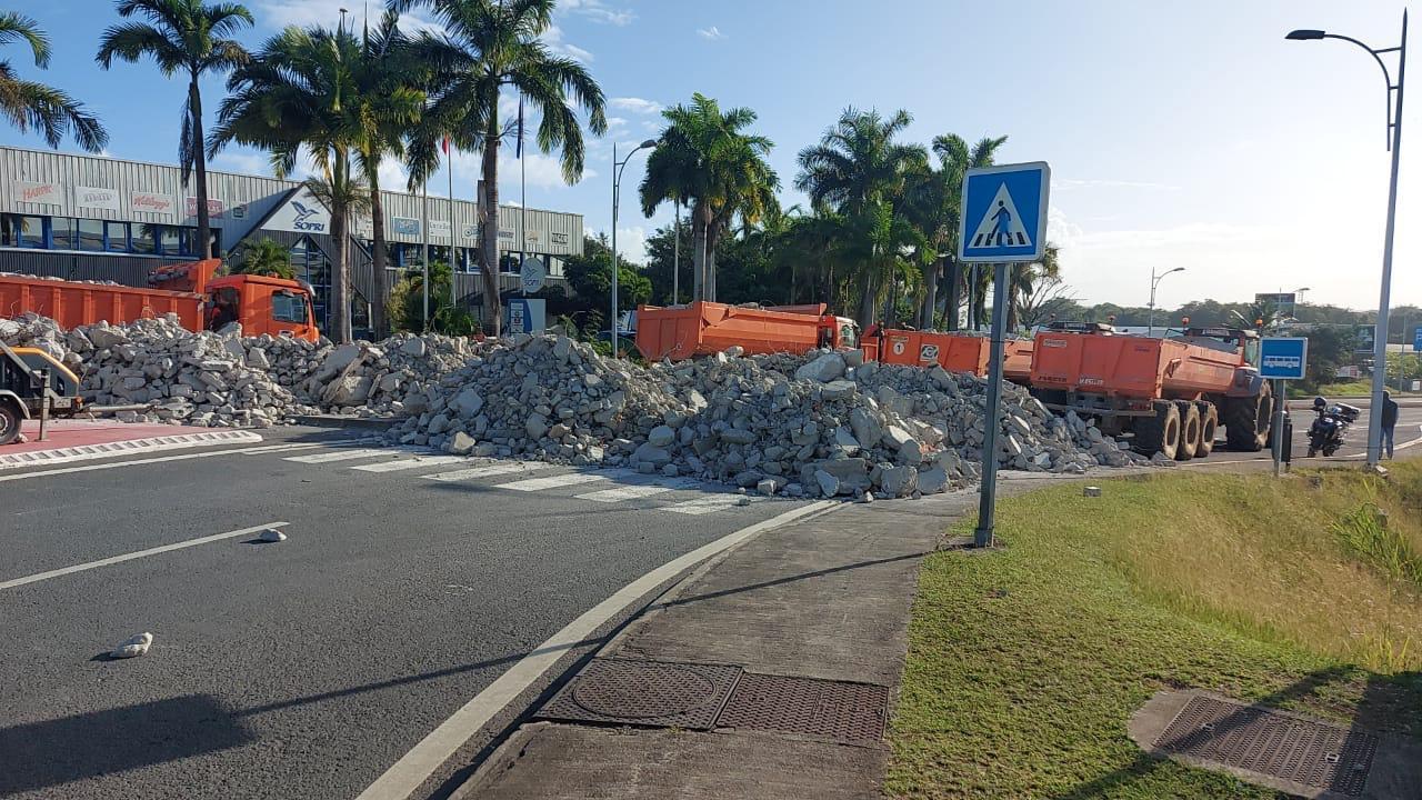 Plusieurs axes de Guadeloupe toujours paralysés par une mobilisation