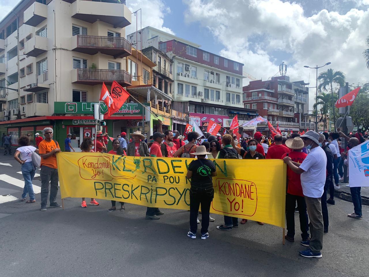 [En images] Manifestation massive à Fort-de-France pour dire non au non lieu et à la prescription dans le dossier chlordécone