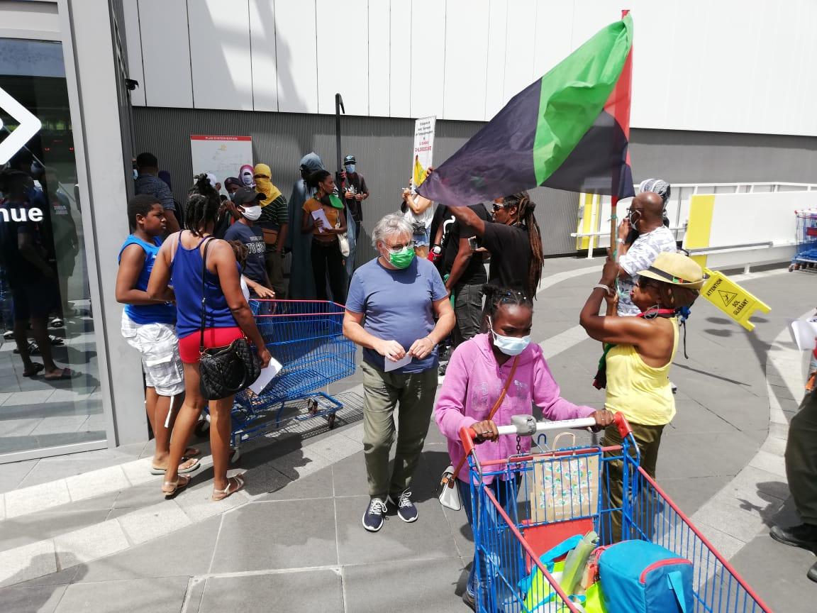 L'accès au centre commercial Carrefour Génipa perturbé