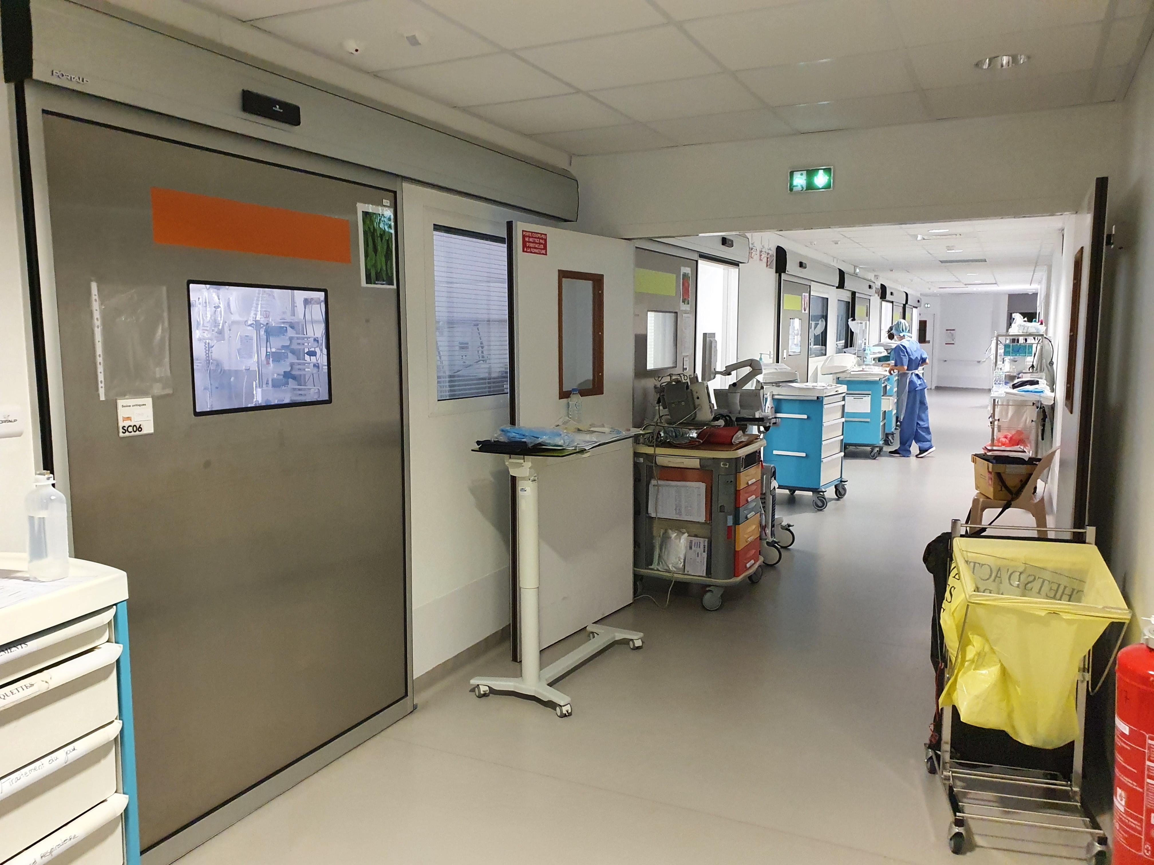 Covid-19 : une centaine d'hospitalisations et 9 décès en un mois