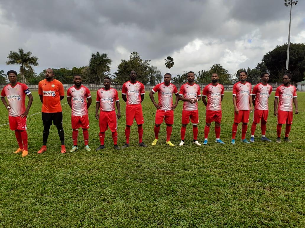 Football : l'US Robert et le Golden Lion se qualifient pour les demi-finales de la coupe de Martinique