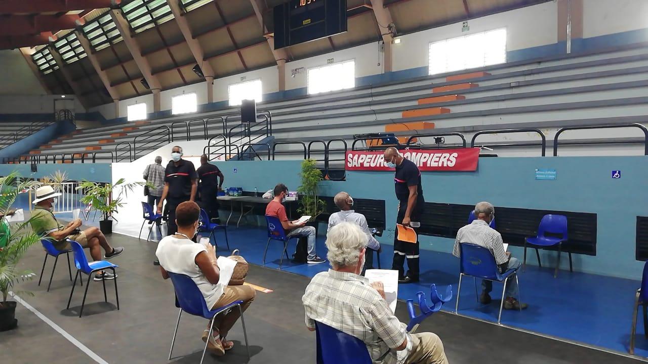 Covid-19 : la vaccination en léger recul au Palais des Sports du Lamentin