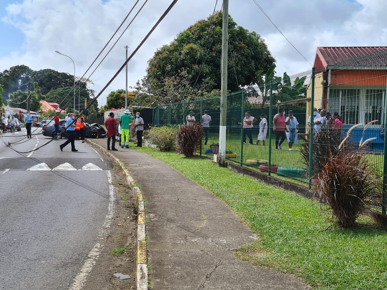 Un accident devant l'école de La Rosière au Lamentin