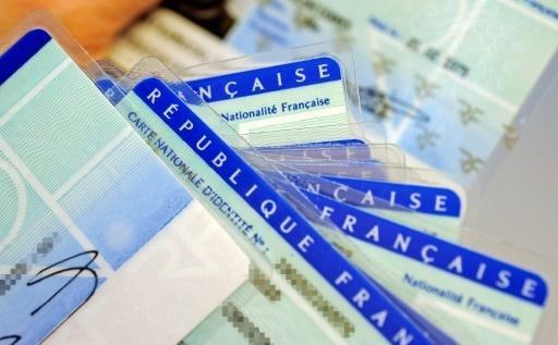 Une nouvelle carte d'identité plus petite et plus sécurisée