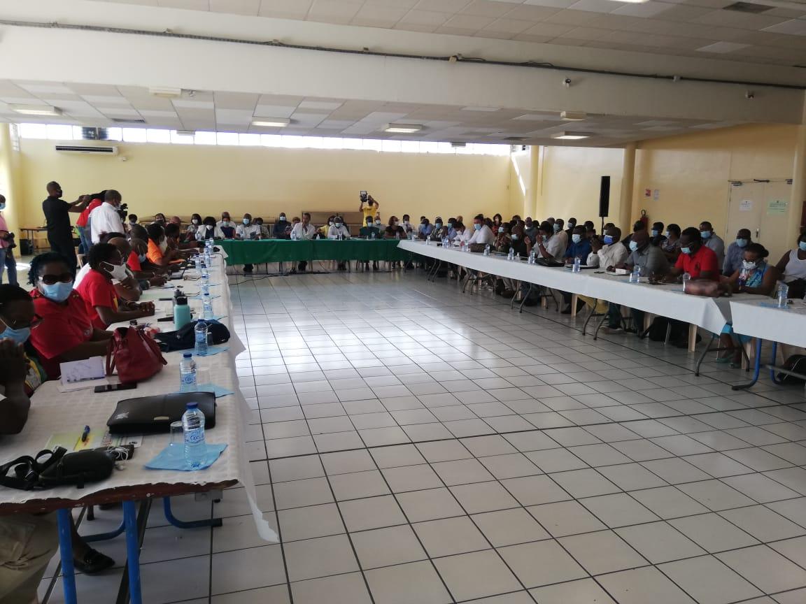 Réunion entre les maires et l'UTC-UGTG au Lamentin
