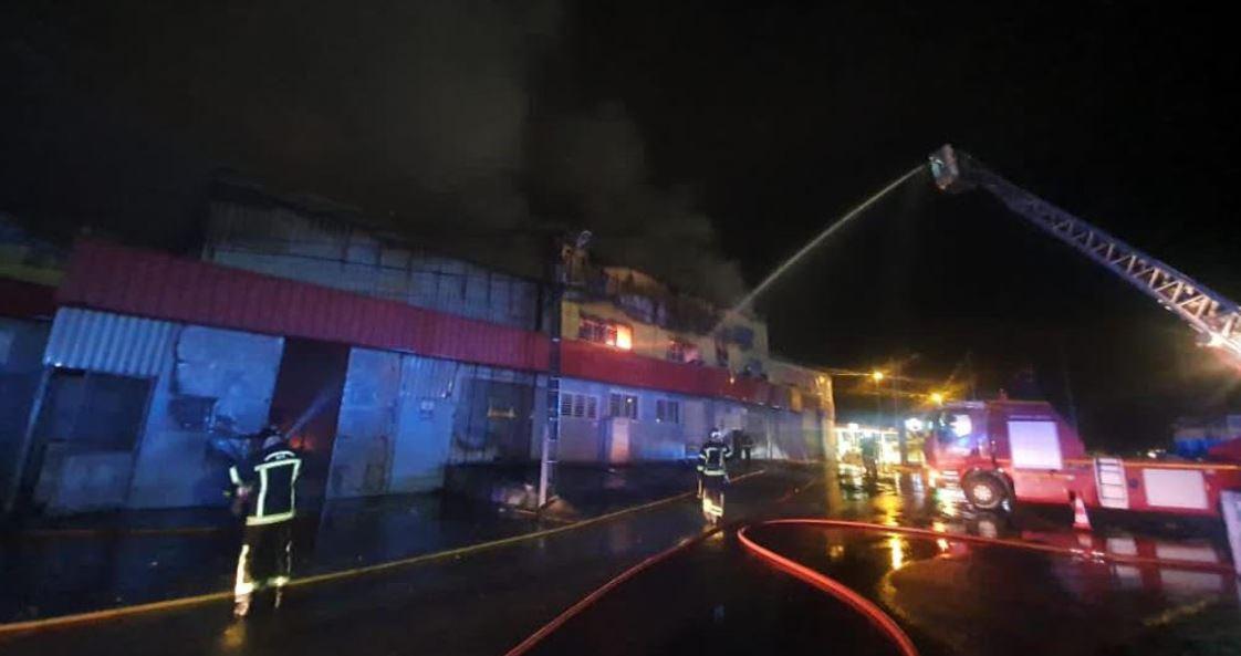 Incendie de l'entrepôt Guadeloupe Carrelage à Petit-Pérou