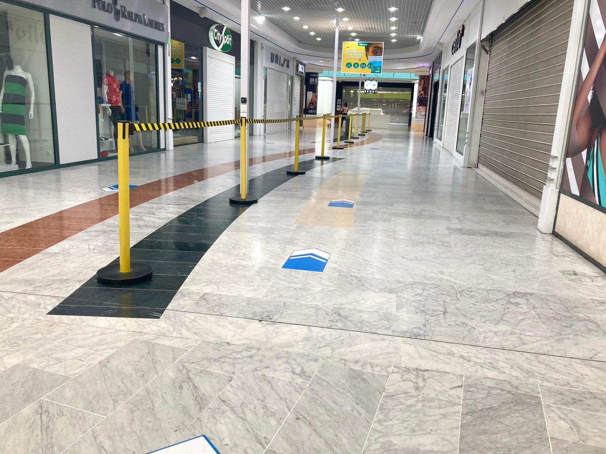 Les grands centres commerciaux préparent la reprise de ce vendredi