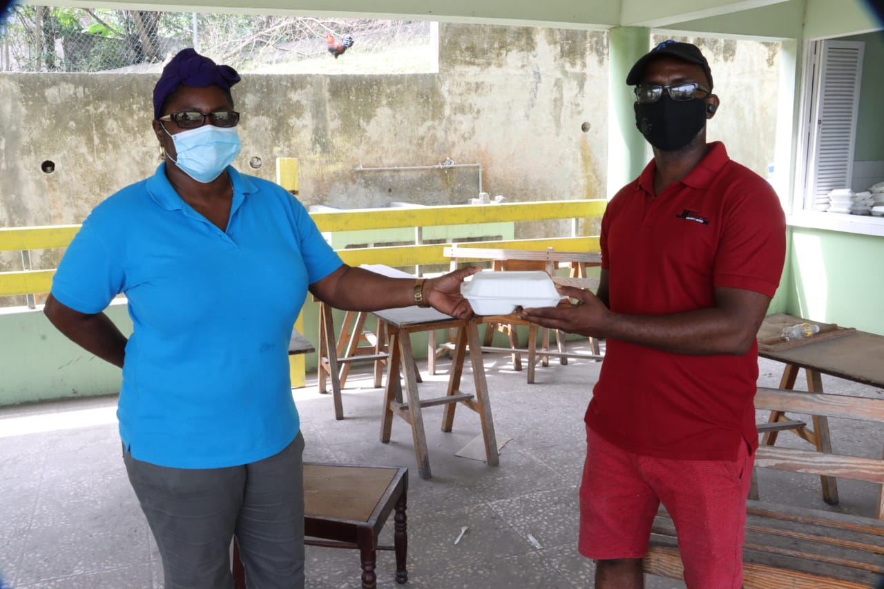 [VIDÉO] Saint-Vincent : dans le sud de l'île, la prise en charge des réfugiés s'organise