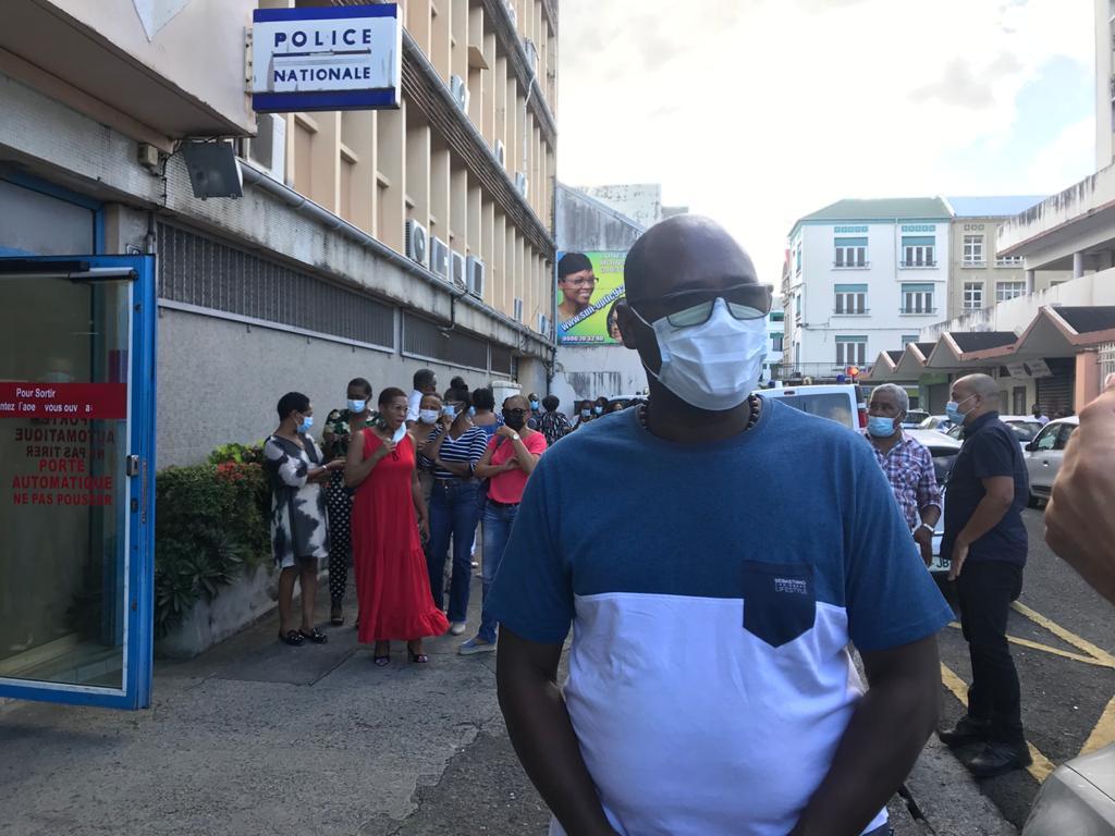Des policiers se rassemblent à Fort-de-France pour rendre hommage à Stéphanie Monfermé