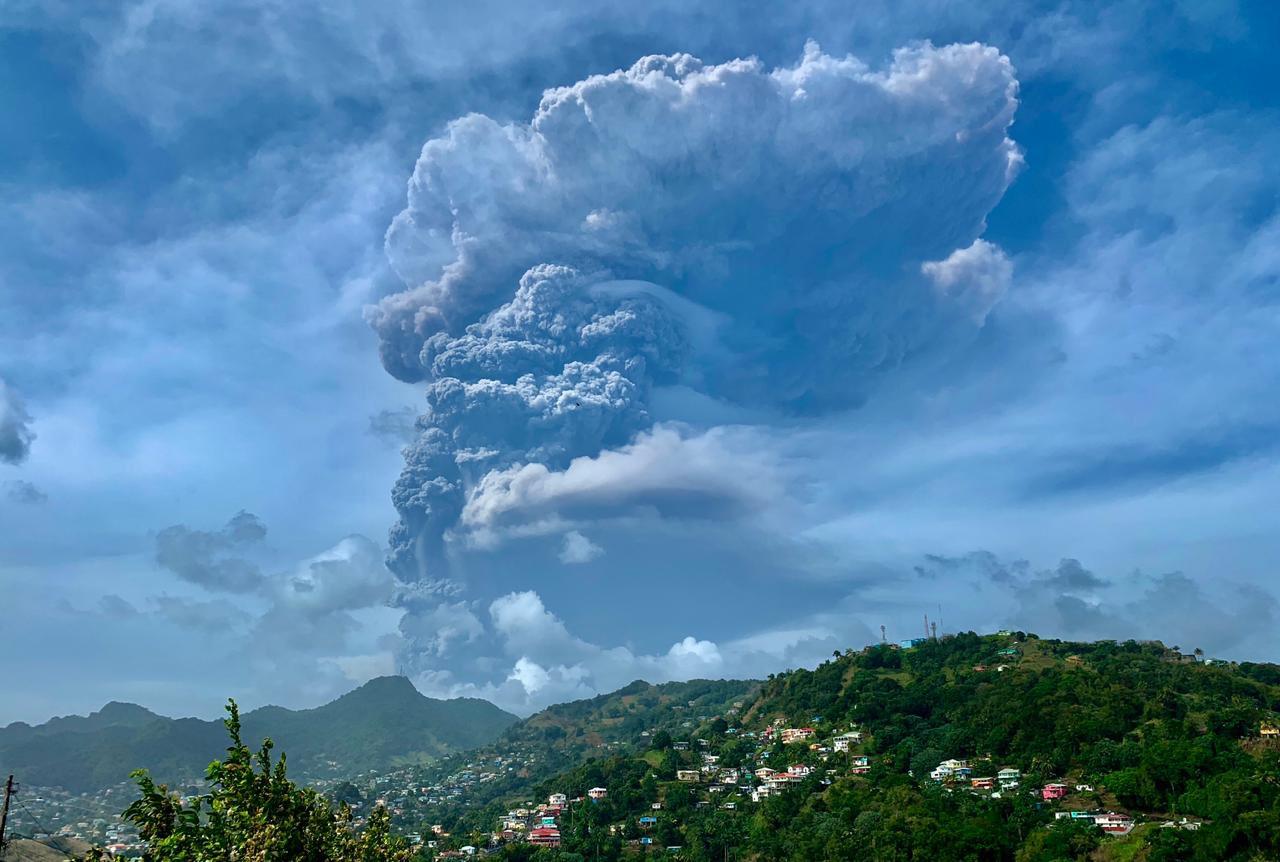 Saint-Vincent : de possibles retombées de cendres en Guadeloupe