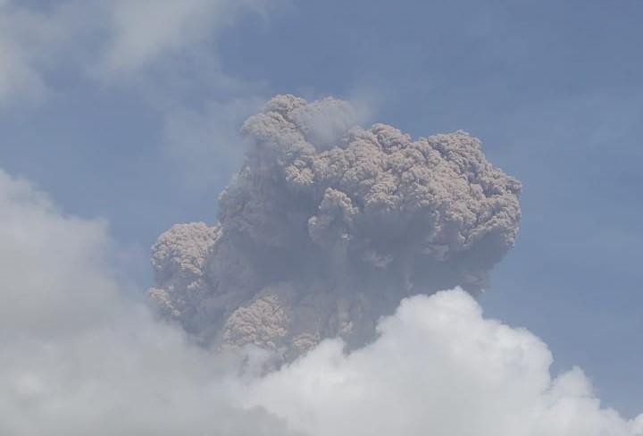 Saint-Vincent : les impressionnantes images du panache volcanique