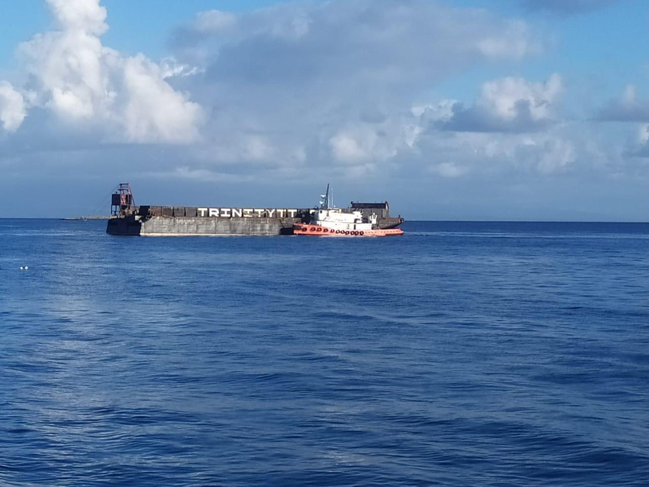 Transfert de cannes : la barge a quitté Marie-Galante à vide