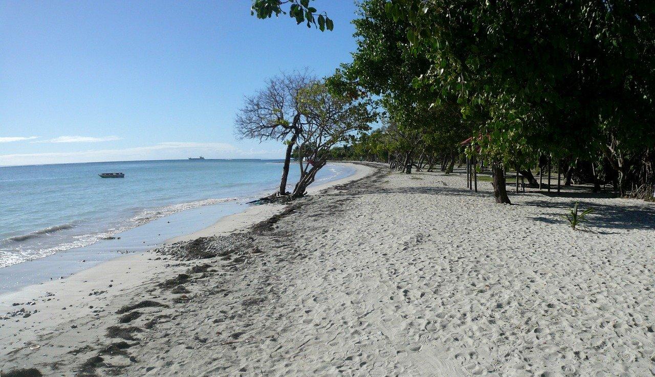 Plages, mares et mangrove sur la balade littorale des Salines à Saint-Felix