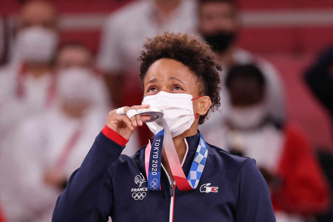 La judokate d'origine martiniquaise Amandine Buchard remporte une médaille d'argent aux JO de Tokyo
