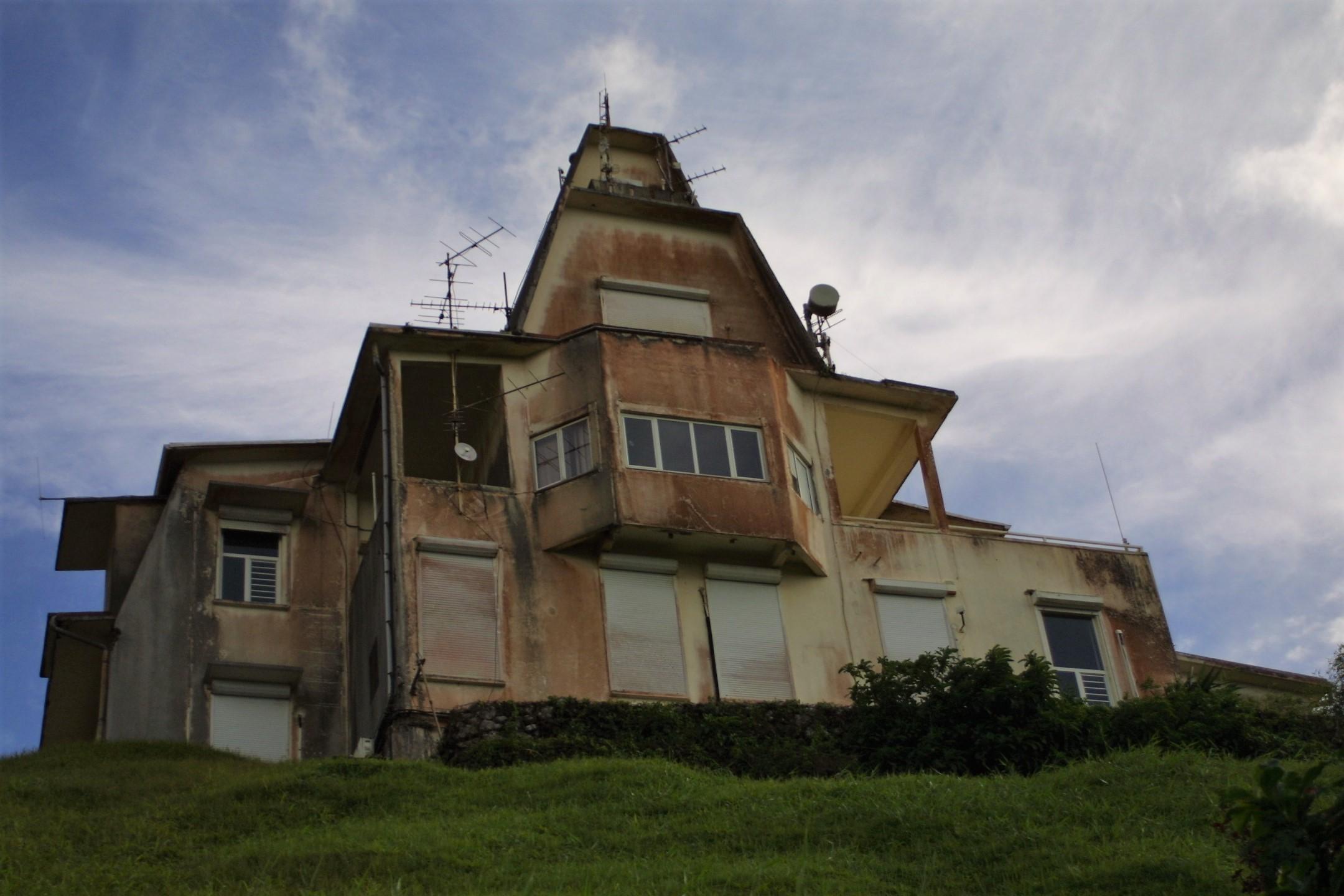 Montagne Pelée : travaux à l'ancien observatoire sismologique et modernisation du réseau