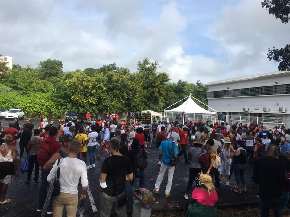 Nouvelle mobilisation devant le CHU suivie d'une marche