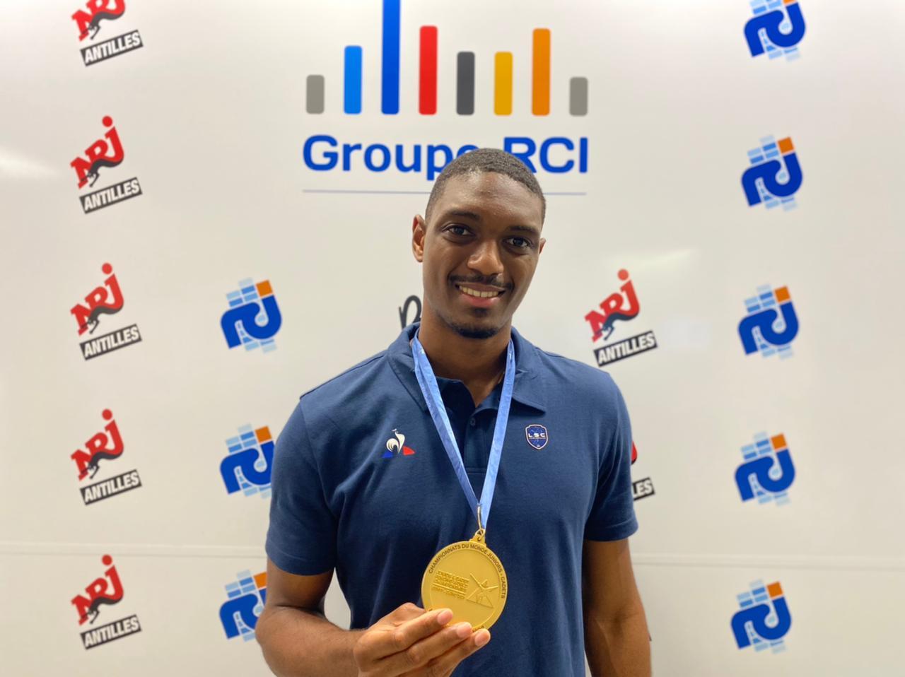 Le champion du monde junior d'escrime Kendrick Jean-Joseph est de passage en Martinique