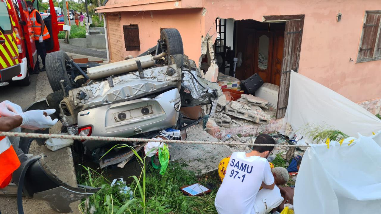 Accident de voiture mortel à Baie-Mahault : un jeune de 21 ans perd la vie