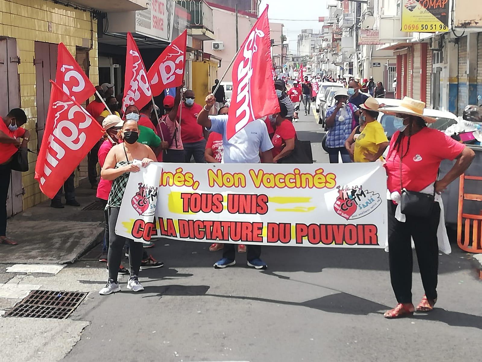 Des manifestants défilent à nouveau contre le passe sanitaire et l'obligation vaccinale