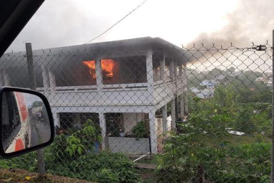 Incendie dans la maison de Pierre Aliker sur la route de Redoute