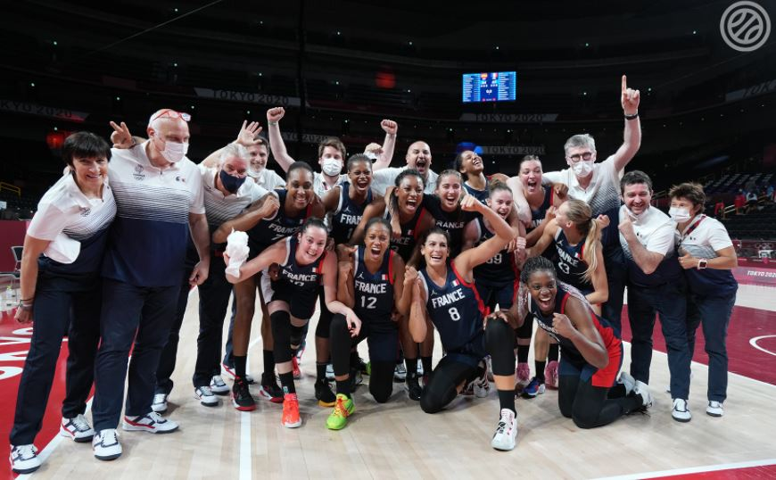 Sandrine Gruda et les Bleues se qualifient pour les demi-finales des J.O.