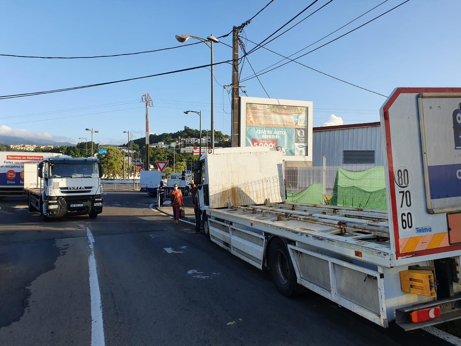 Hausse du prix du gaz : les transporteurs mobilisés aux abords de la SARA