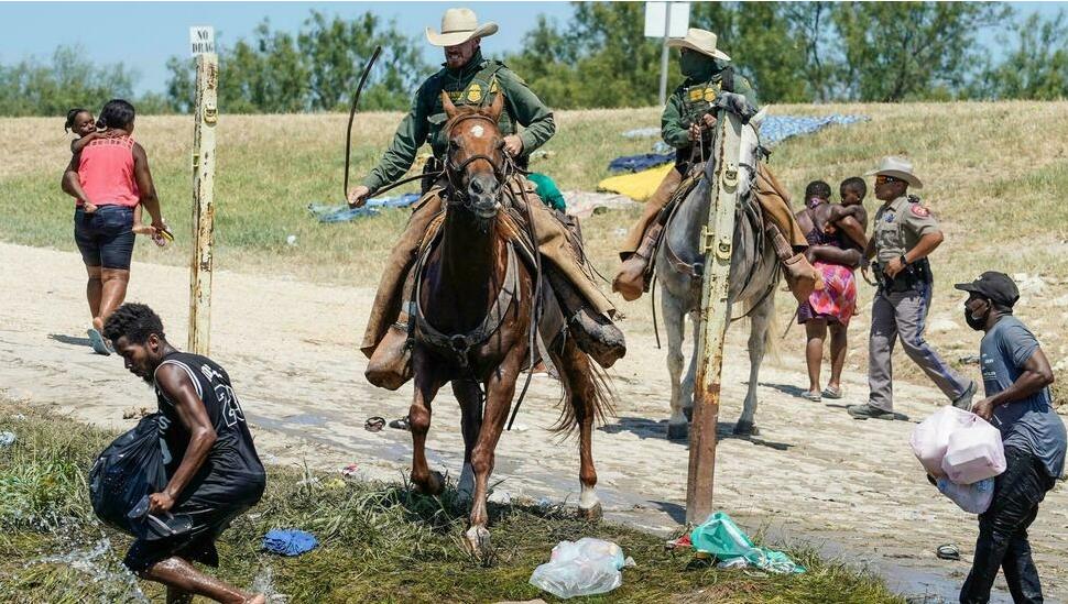 Les images de migrants haïtiens refoulés brutalement à la frontière des Etats-Unis font fortement réagir