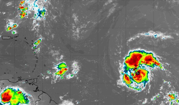Sam, le 7e ouragan de la saison, poursuit sa route vers l'Ouest