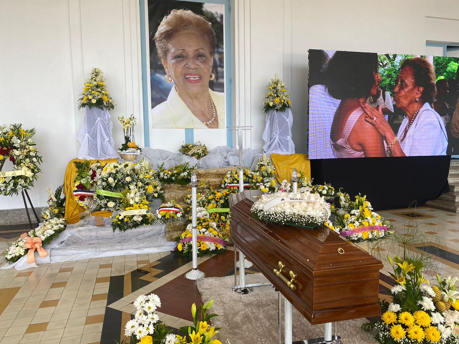 [LIVE] La dépouille de Lucette Michaux-Chevry installée dans le hall du Conseil départemental de Basse-Terre