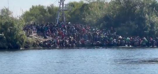 Plus de 10.000 migrants, surtout haïtiens, campent sous un pont à la frontière sud des Etats-Unis