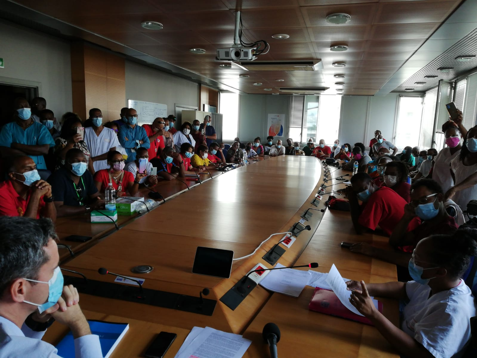 Les syndicats hospitaliers opposés à l'obligation vaccinale ont rencontré la direction du CHU de Martinique