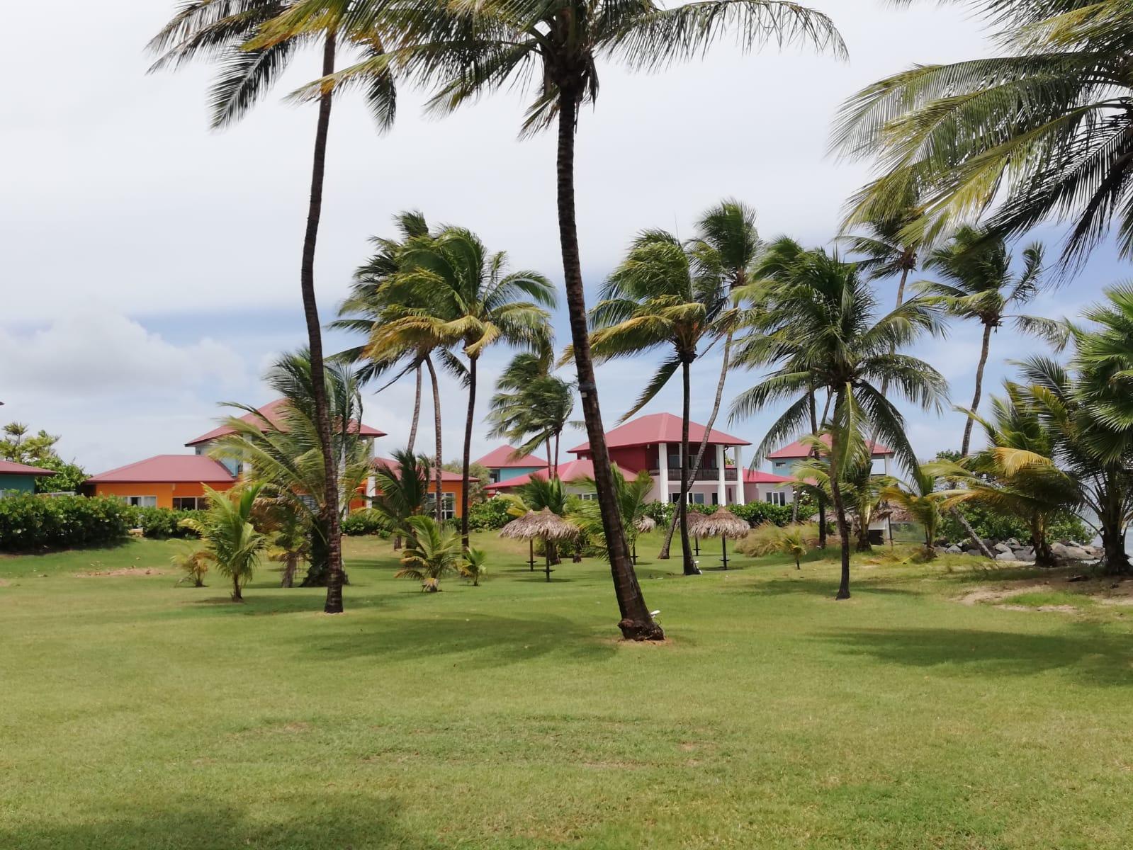 Un restaurant de plage s'installe au Cap Est tandis que le Lagoon Resort devient les Villas du Lagon