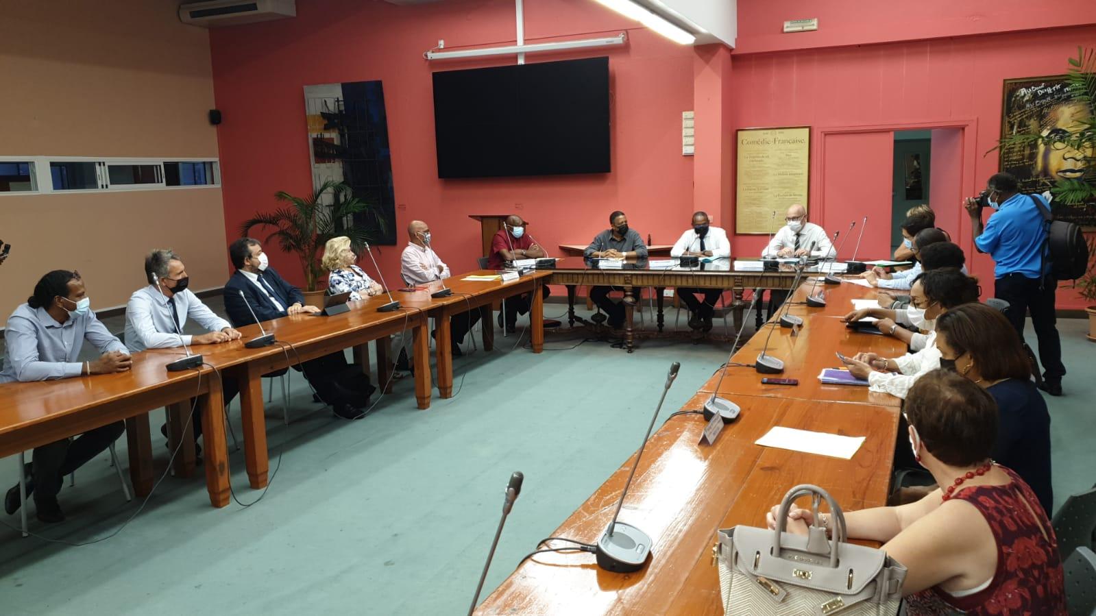 Aides de l'Etat : la ville de Fort-de-France signe un contrat de redressement des finances locales