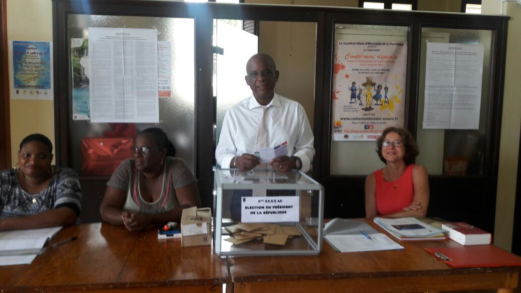 bureau de vote Saint-Pierre Christian Rapha maire