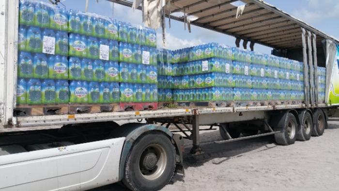 18 000 bouteilles d'eau remises au bureau de gestion des catastrophes en Dominique