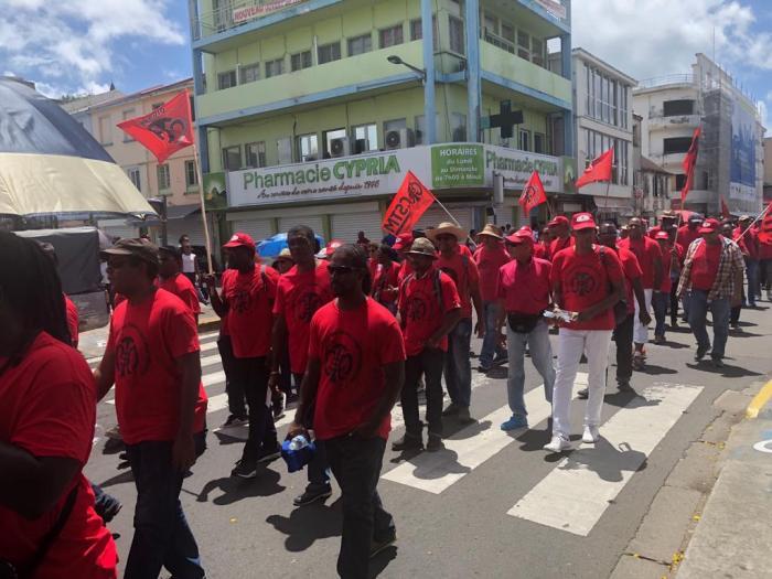 1er mai : plusieurs centaines de personnes ont défilé dans les rues à Fort-de-France