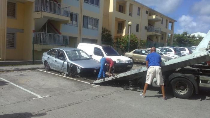 20 000 véhicules hors d'usage pourrissent sur les routes de Martinique