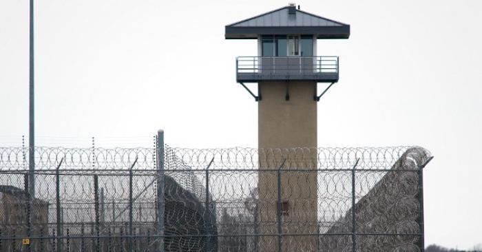 41 coups de pics en prison