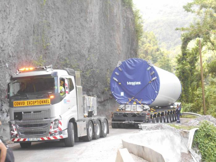 50 mètres de long, 70 tonnes, les éoliennes arrivent progressivement à Grand Rivière
