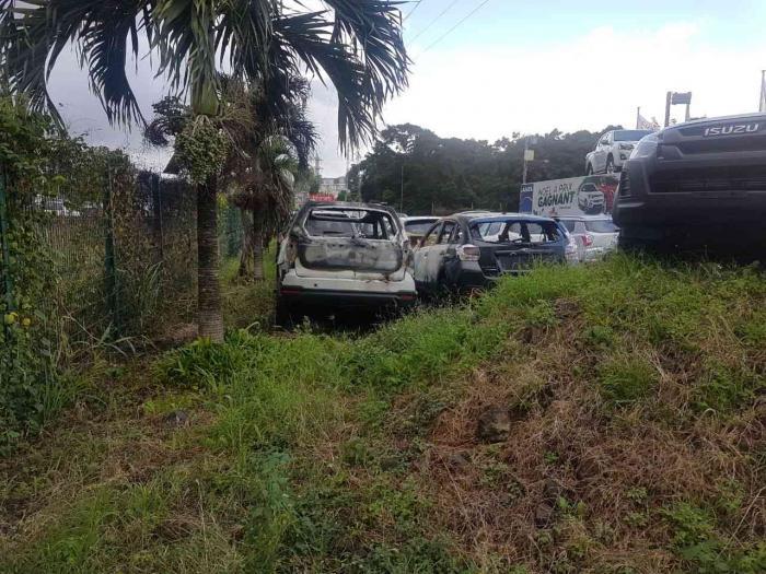 7 véhicules détruits dans un parc automobile à Fort-de-France