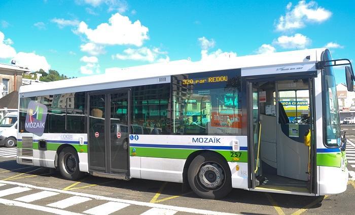 9 lignes de bus du réseau Mozaïk à l'arrêt