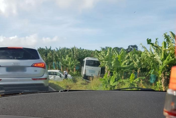 Accident entre un bus et une voiture à Mangot-Vulcin