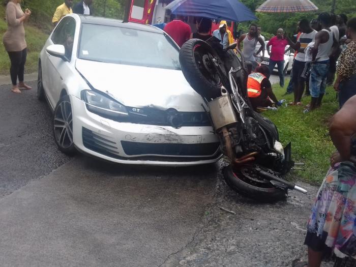 Accident entre une voiture et une moto au Gosier
